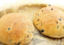 mini oregano olives breads